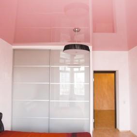 натяжные потолки в спальне виды декора
