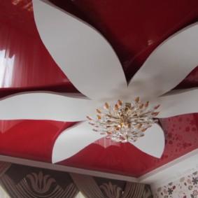 натяжные потолки в спальне варианты