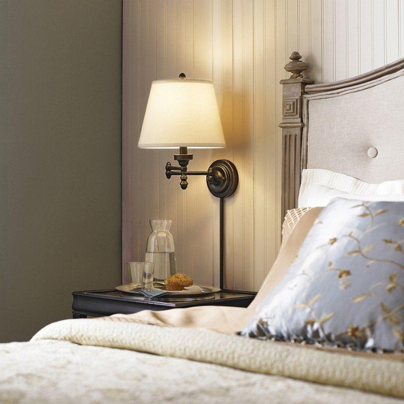 Ретро-ночник над кроватью в спальне кантри стиля