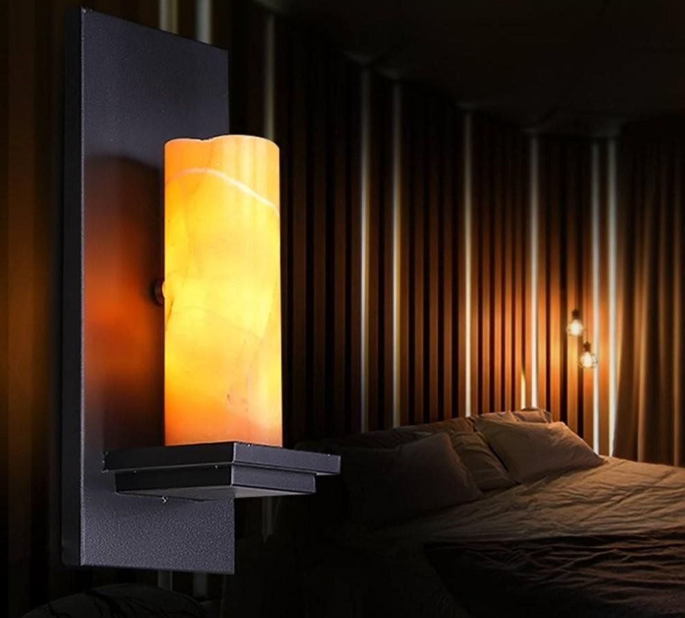 Настенный ночник в виде свечи в спальной комнате
