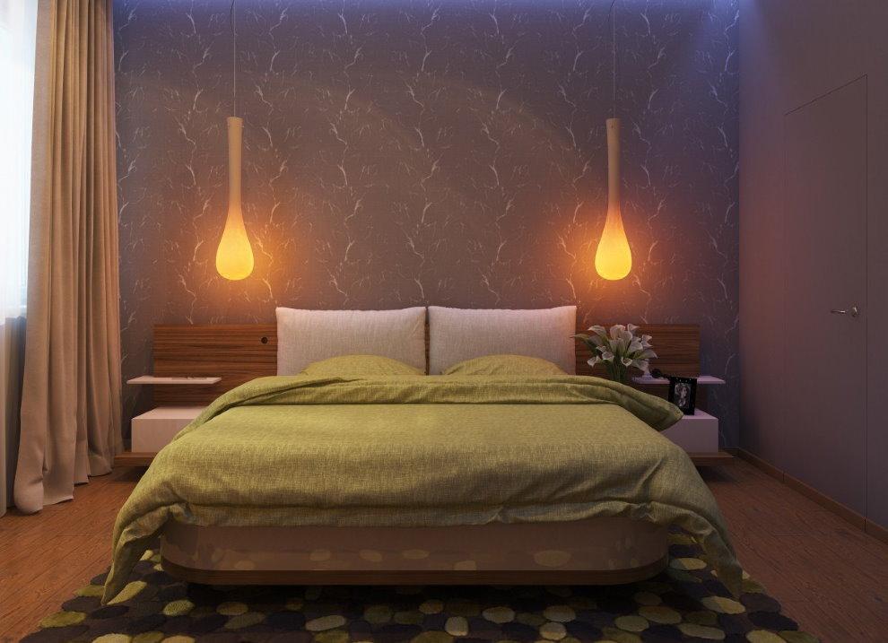 Каплевидные ночники над изголовьем кровати