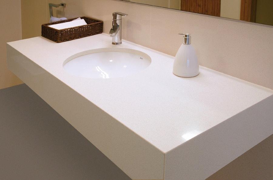 Прямоугольная столешница под раковиной в ванной