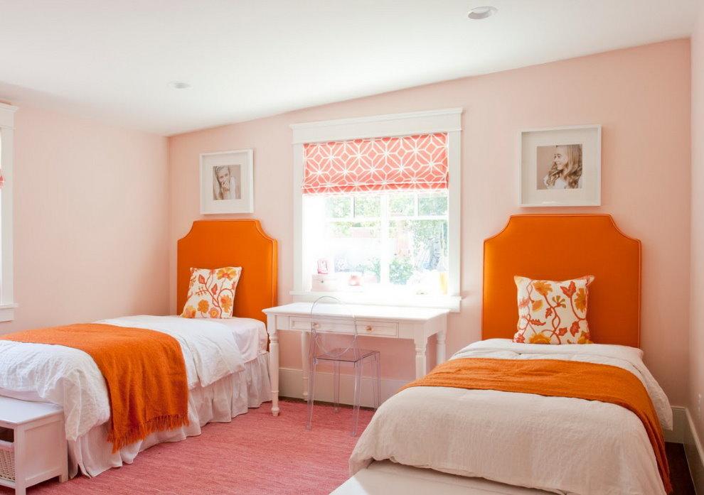 Оранжевые изголовья кроватей для девочек