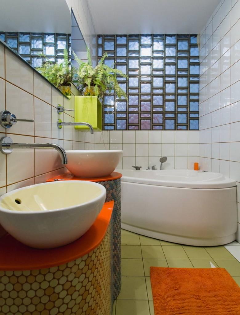 Оранжевая столешница в ванной комнате