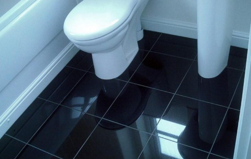 Черная керамическая плитка с глянцевой поверхностью