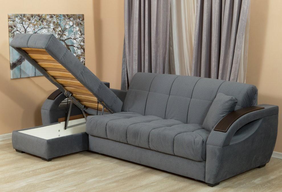 Угловой диван с подъемным сидением