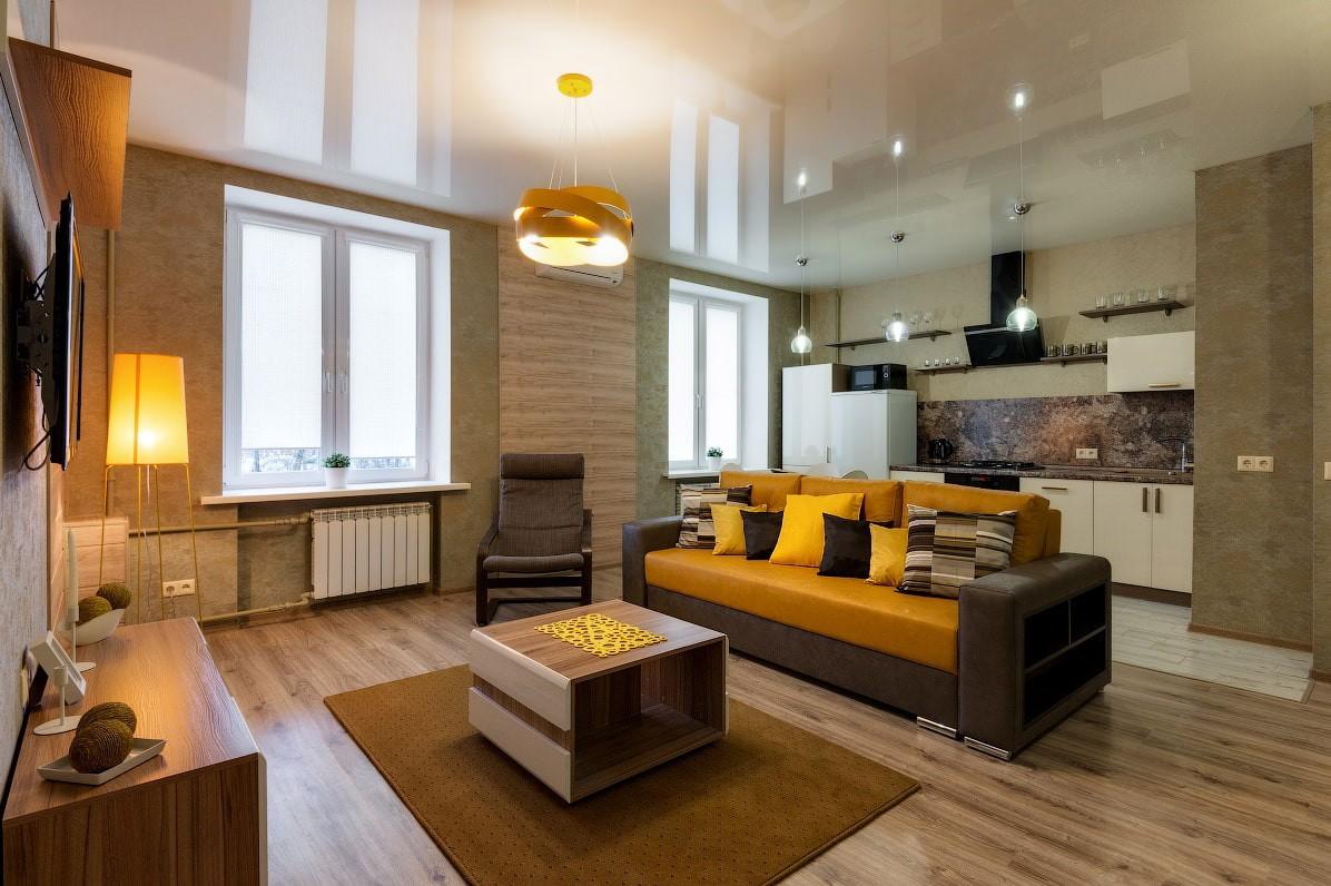 пол из ламината в квартире в гостиной