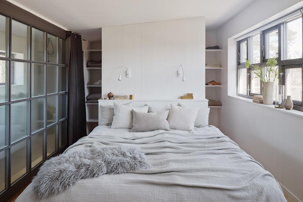 Полки в интерьере маленькой спальни