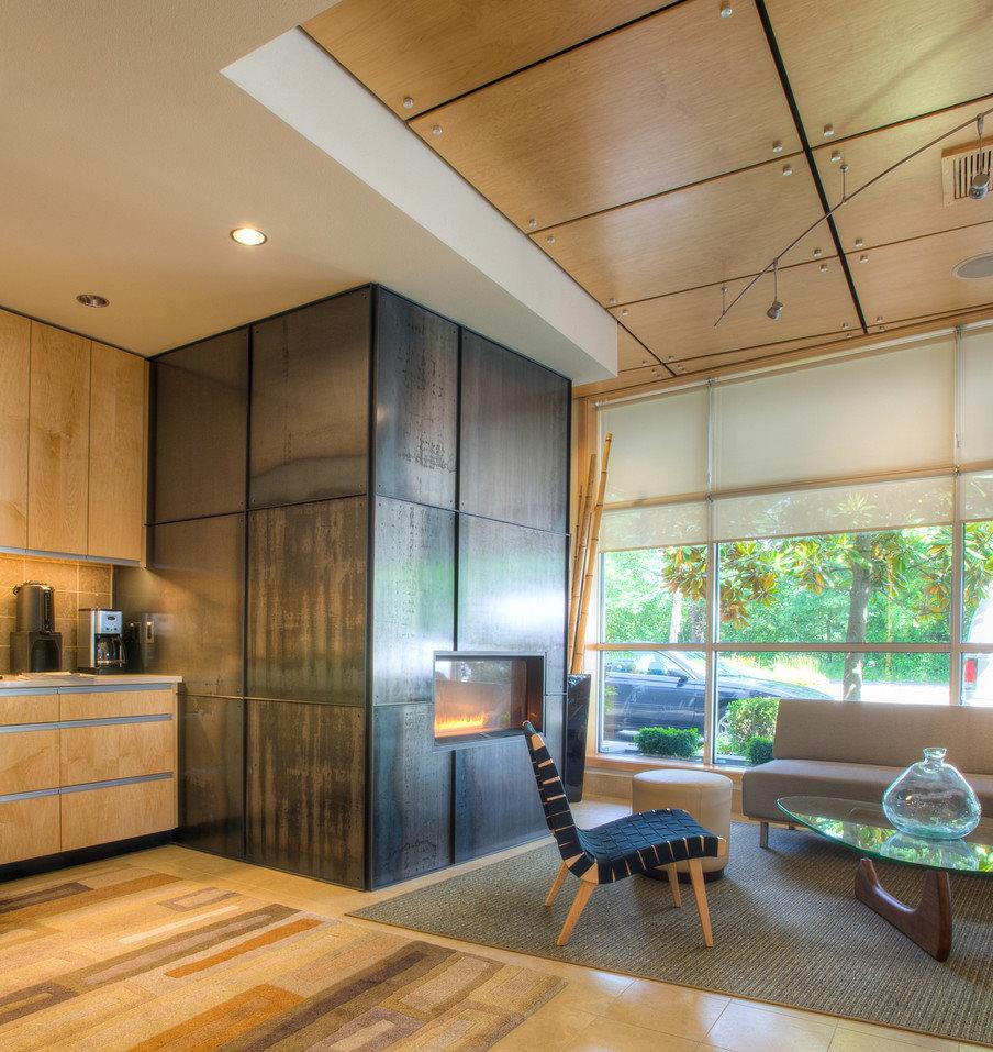 Комбинированный потолок стильного зала
