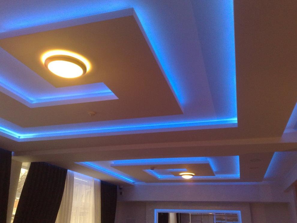 Фигурный потолок из гипсокартона в форме лабиринта