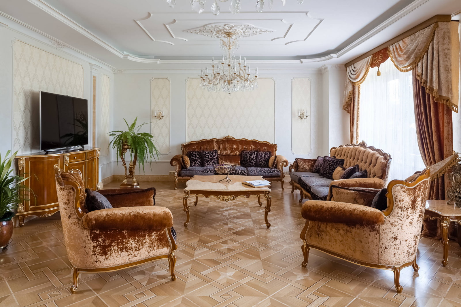 потолок в гостиной классический