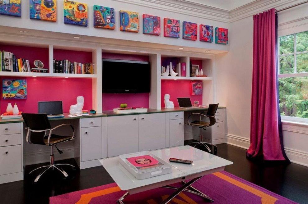 Рабочее место в комнате двоих девочек