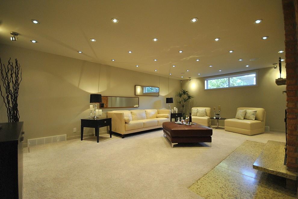 Размещение светильников на потолке просторного зала