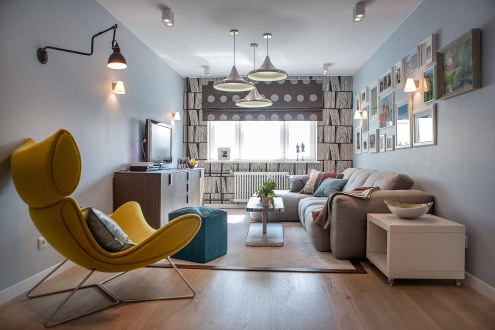 Разные светильники в интерьере современной гостиной