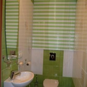 Компактная подвесная раковина в туалете панельного дома