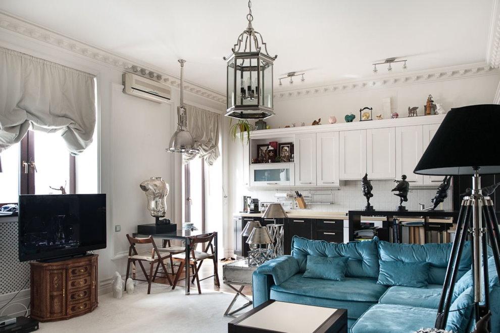 Кухня-гостиная в стиле неоклассика с белым потолком