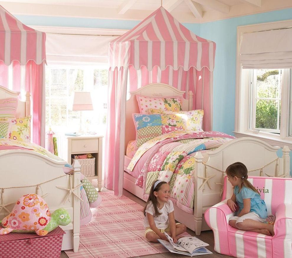 Интерьер детской комнаты в розовых тонах
