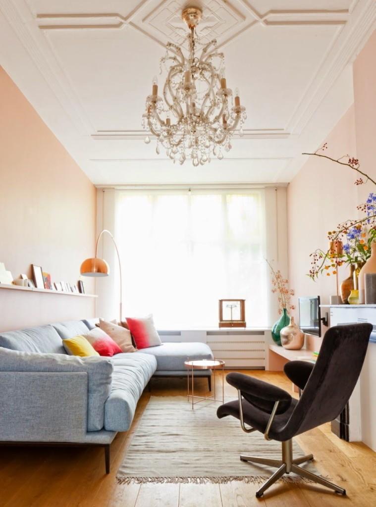 Розовые стены комнаты в квартире