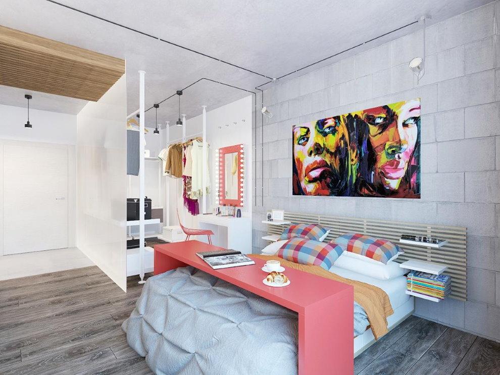 Розовый столик над кроватью в стиле поп-арт