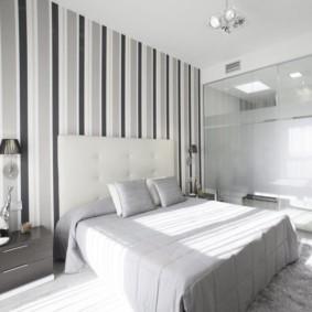 серые обои в спальне фото
