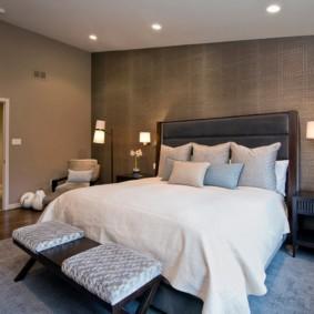серые обои в спальне фото интерьера