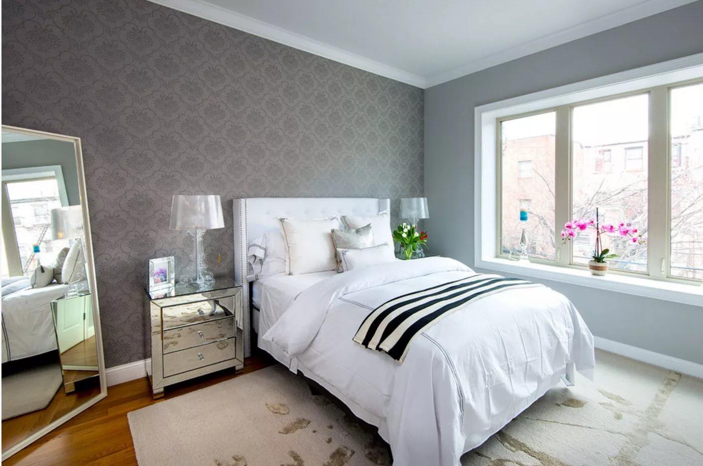 серые обои в спальне оформление фото