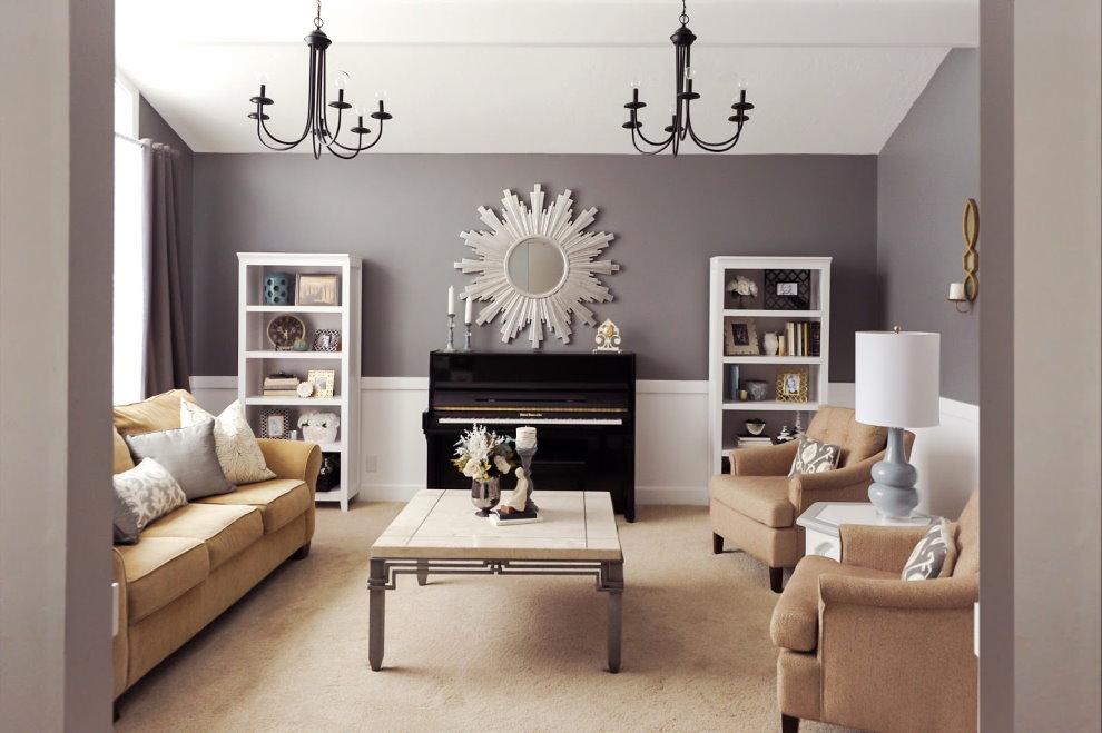 Мягкая мебель в зале с черными люстрами
