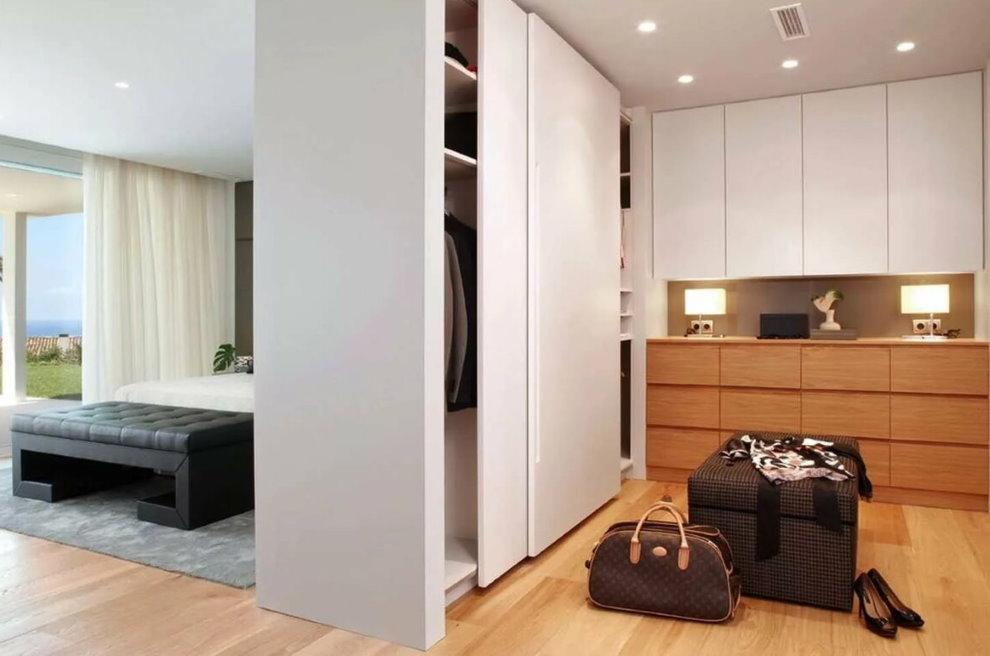 Шкаф-купе в интерьере однокомнатной квартиры