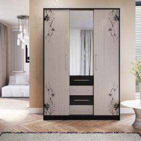 шкаф в гостиную фото декора