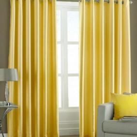 шторы на люверсах в гостиную оформление идеи