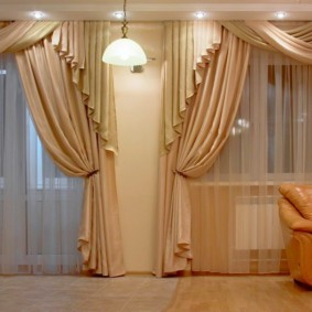 шторы в зал на два окна идеи декора