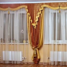 шторы в зал на два окна интерьер