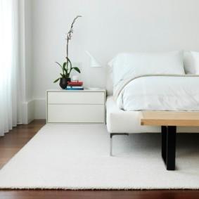 белоснежный ковер в спальню