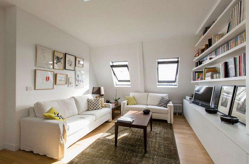 Маленькая гостиная в мансарде частного дома