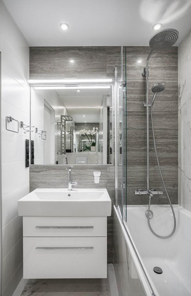 Ванна с душем в доме панельного типа
