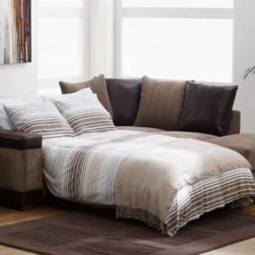 спальная комната с диваном декор