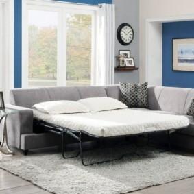 спальная комната с диваном интерьер фото