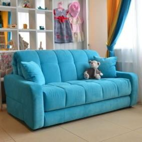 спальная комната с диваном оформление