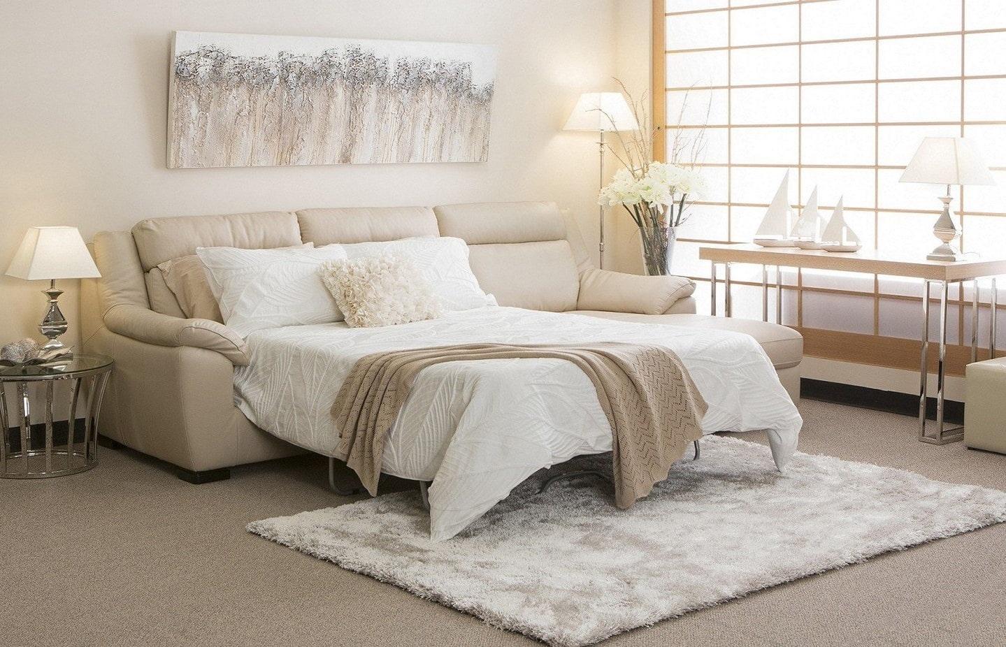 спальная комната с диваном дизайн фото