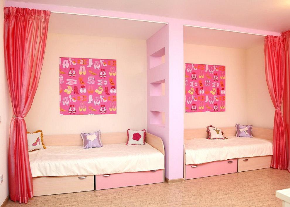 Детские кровати в общей комнате