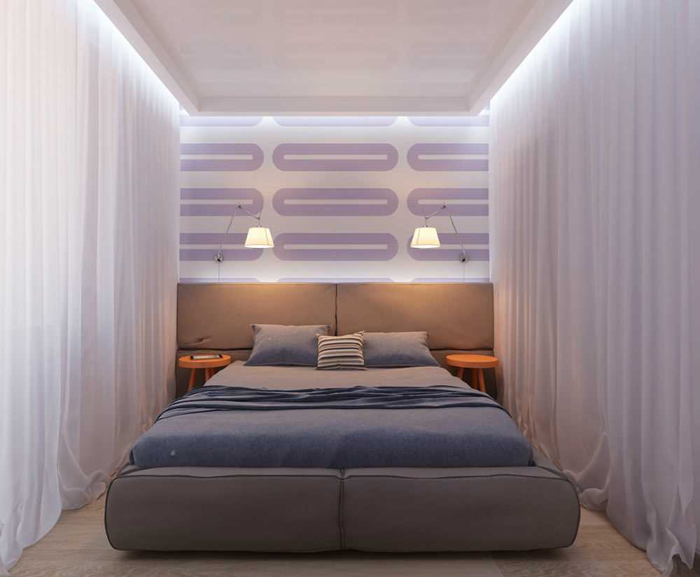 Двухспальная кровать между занавесками