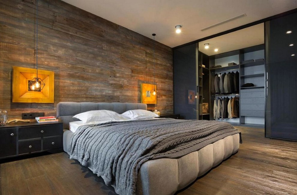 Широкая кровать в спальне стиля лофт