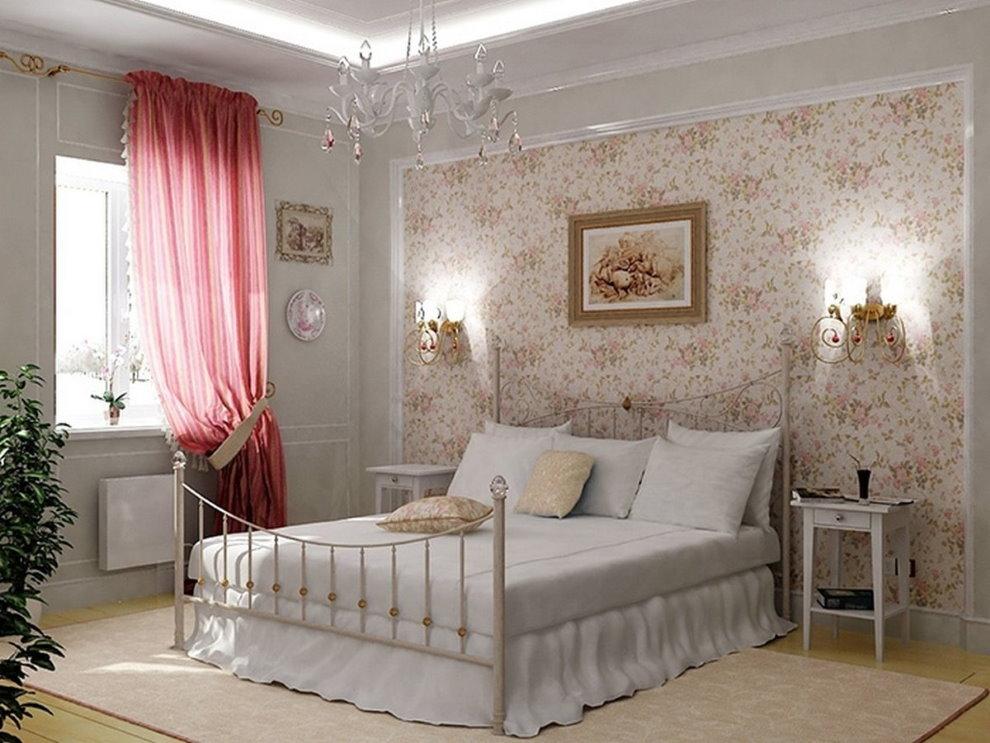 Розовая занавеска на окне спальни в стиле прованс