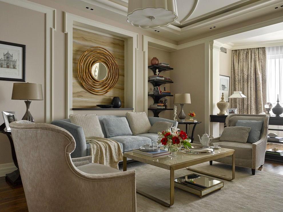 Однотонные стены в комнате с мягкой мебелью