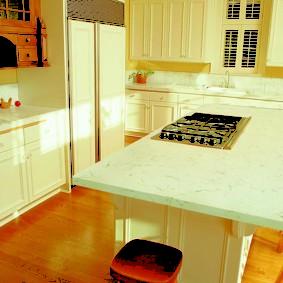 стол из искусственного камня на кухню фото интерьера
