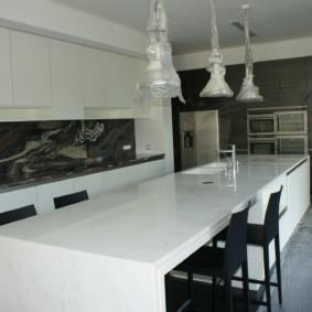 стол из искусственного камня на кухню оформление фото