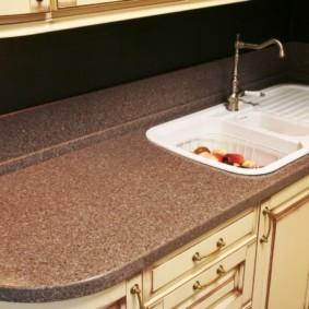 стол из искусственного камня на кухню фото оформления