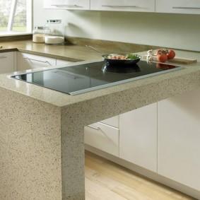 стол из искусственного камня на кухню варианты