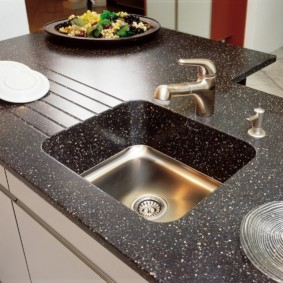 стол из искусственного камня на кухню фото варианты