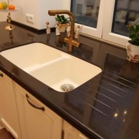 стол из искусственного камня на кухню фото вариантов